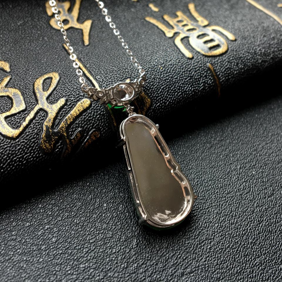 冰种飘翠如意锁骨翡翠链 镶白金钻石第6张