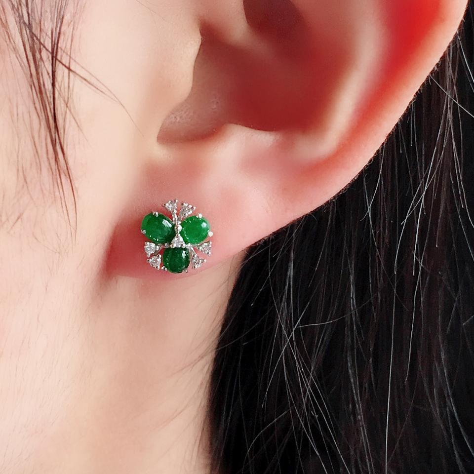 糯冰种阳绿花型翡翠耳钉一对 镶白金钻石第8张