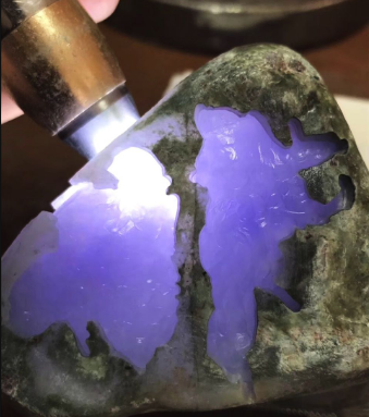 新手如何鉴别翡翠原石?最简单方便实用的方法!