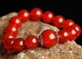 天然红翡与南红玛瑙、红玉髓之间的区别
