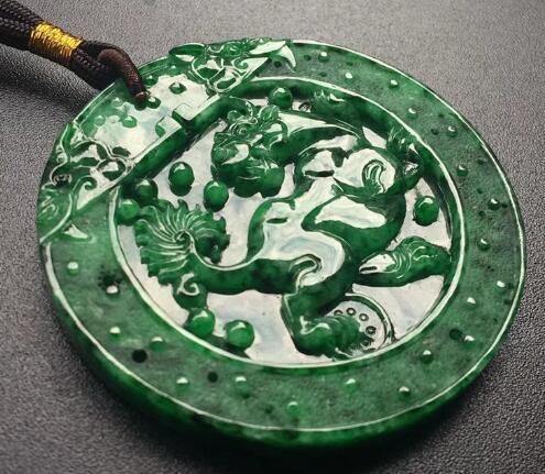 被低估满绿翡翠的铁龙生,其价值竟能达到几十万