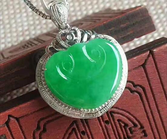 满绿翡翠饰品的款式及价格,买前必看!