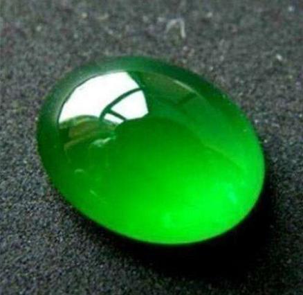 祖母绿和翡翠哪个值钱2.png