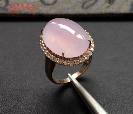 选翡翠戒指,最重要的是颜色!