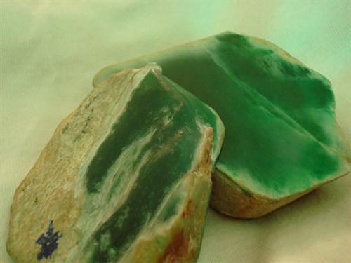 什么是翡翠赌石?其有什么讲究和技巧?