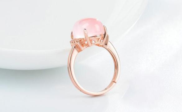 天然芙蓉石粉色蛋面戒指