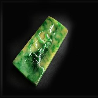 黄加绿翡翠挂件怎么买