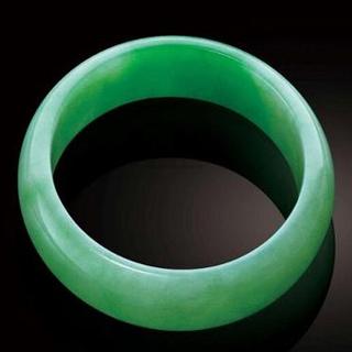 苹果绿翡翠手镯的选购方法