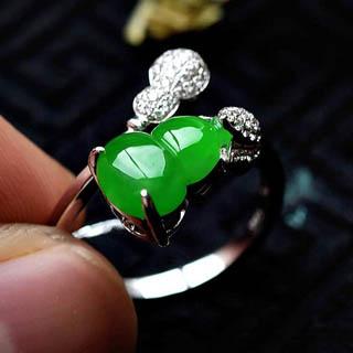 18k翡翠葫芦戒指戴哪个手指
