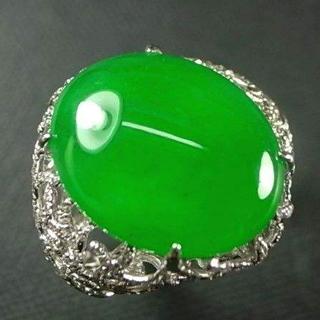翡翠蘋果綠和陽綠的區別