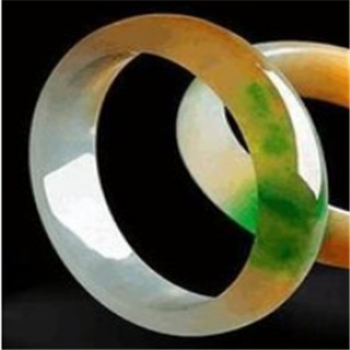 翡翠手镯有白绿黄三色要多少钱