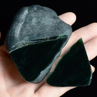 会卡翡翠原石特点是什么