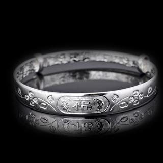 银手镯越戴越亮的原因