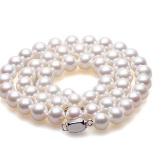 珍珠項鏈配什么衣服好看