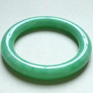 翡翠手鐲豆綠色和蘋果綠的區別