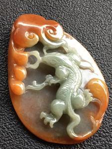 糯冰黄翡特惠色蜥蜴,今非昔比,完美,雕工精湛,玉质细腻,种水一流,饱满,尺寸60/42.7/8.2,福利杀超值不议