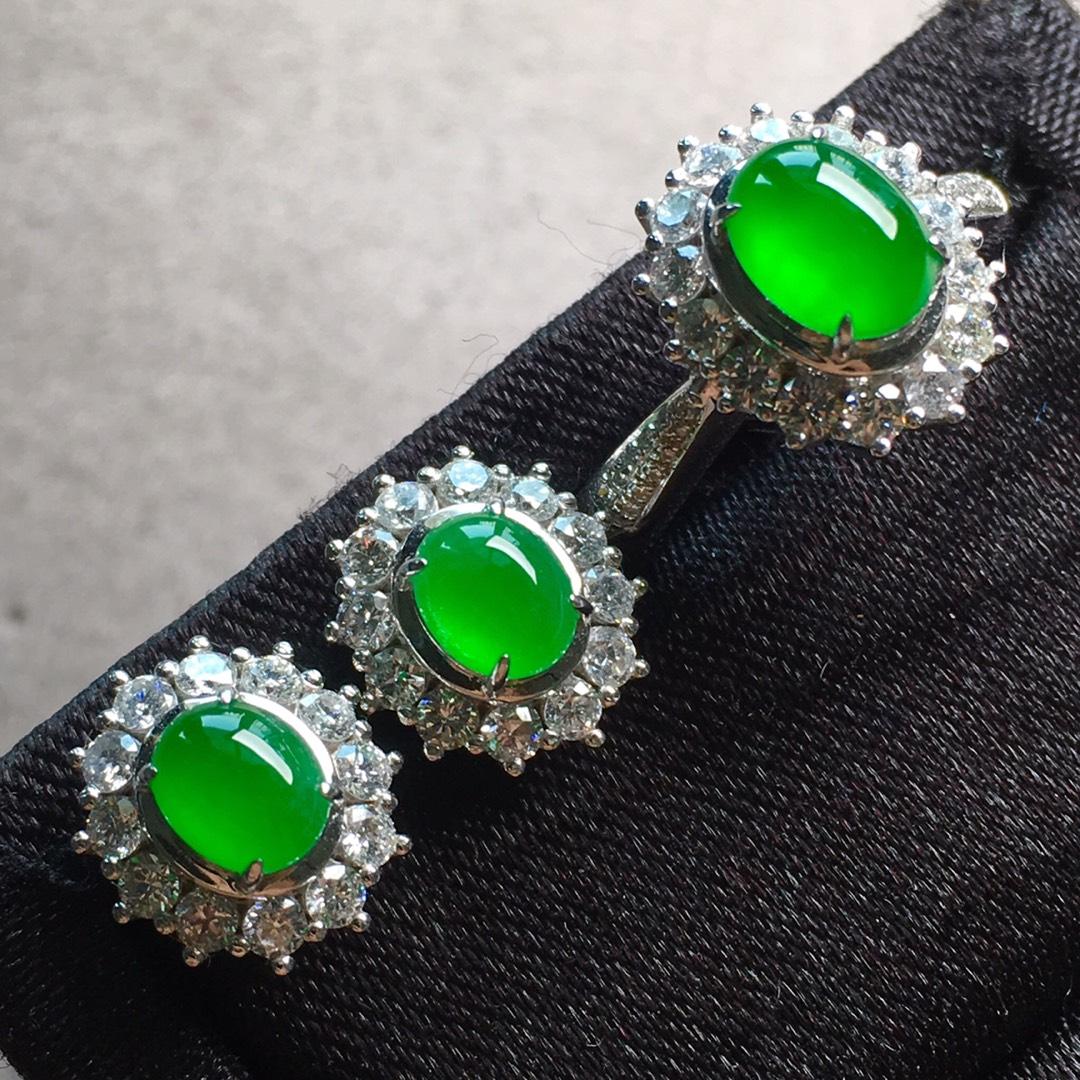 高冰纯正阳绿戒指+耳钉套装,点睛之翠!
