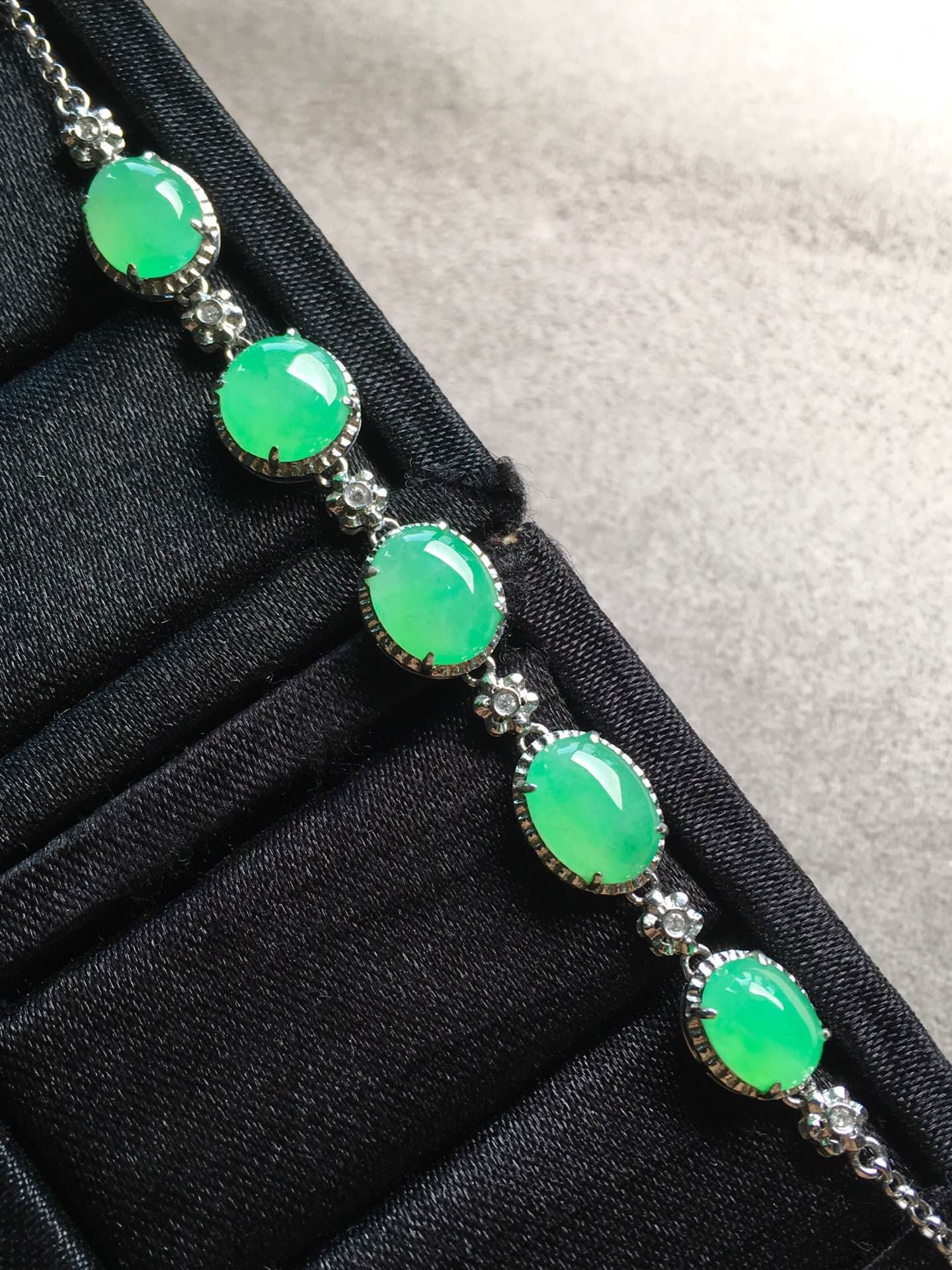 特惠高冰纯正阳绿起胶手链裸石尺寸8.6/7.2/3.2mm,7.6/6.2/3mm