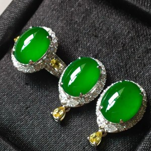 冰种满绿戒指➕耳钉套装。裸石尺寸戒指9.3/7.5/3、耳钉9.7/7.6/3