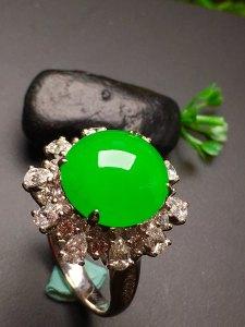 满绿戒指,完美无暇!