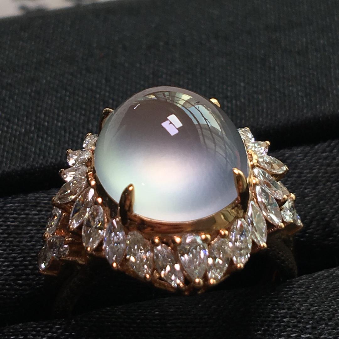 玻璃种钢炮戒指,镶嵌尺寸:19.5-17.8-13。裸石规格:12-11.7-6.8。圈口直径:18.1
