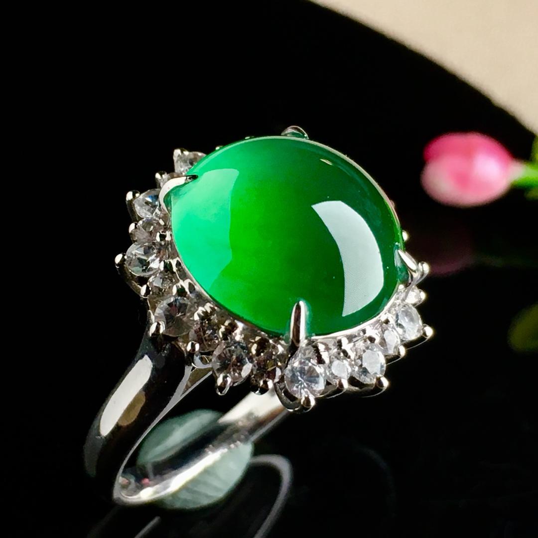 冰绿蛋面戒指,大件饱满,戒指内圈17裸石尺寸13-12.5-5