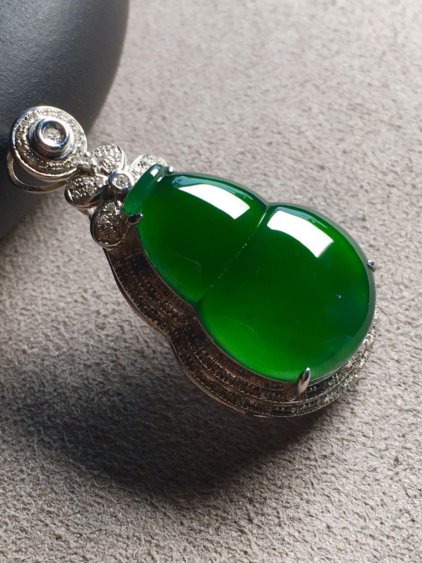 帝王绿葫芦吊坠,色辣,冰透裸石:25-18.4-5