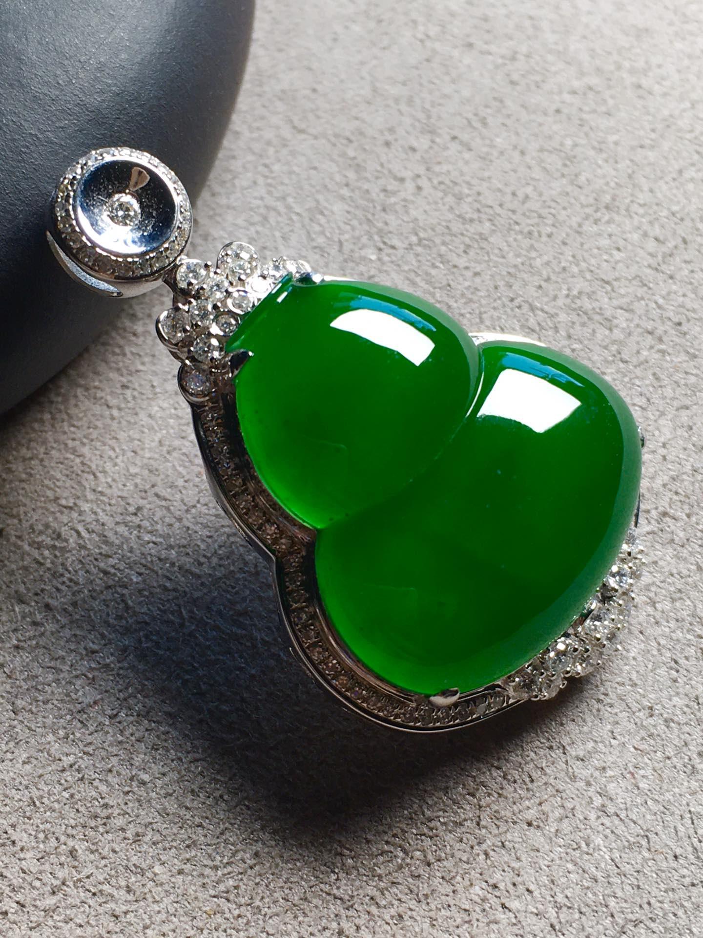 帝王绿葫芦吊坠,色辣,完美裸石:22.5-20.3-5