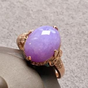 冰种紫罗兰蛋面戒指,色泽艳丽,温婉可人,裸石:13.3-10.5-5.3mm。完美