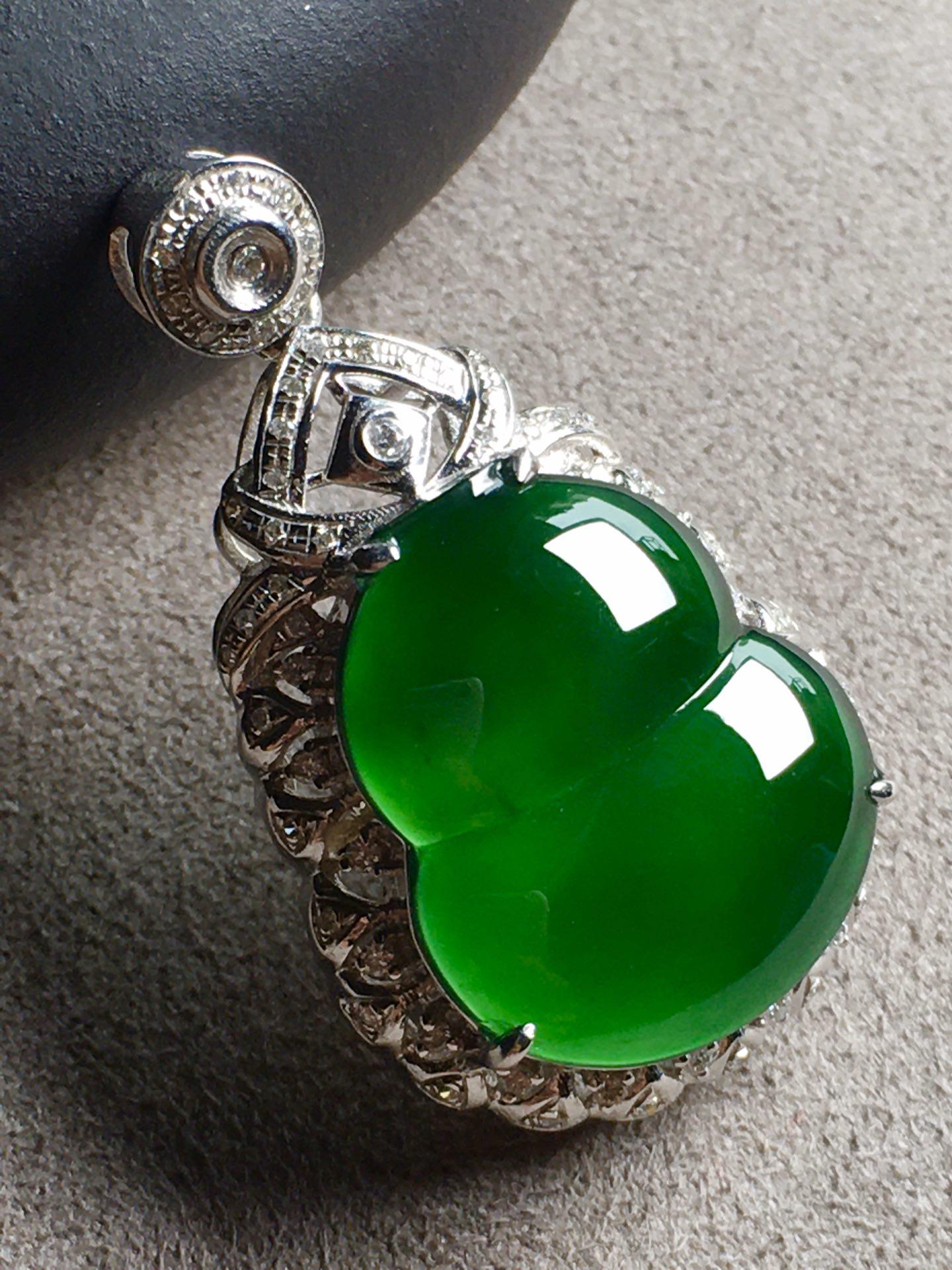 帝王绿葫芦吊坠,高冰透,完美。裸石:17.1-14.5-5