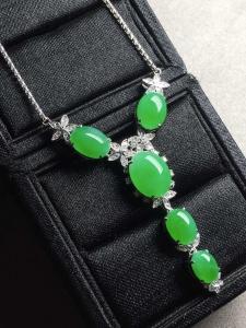 冰阳绿蛋面锁骨项链,裸石大:11-8.8-5,小:7.1-5.6-4