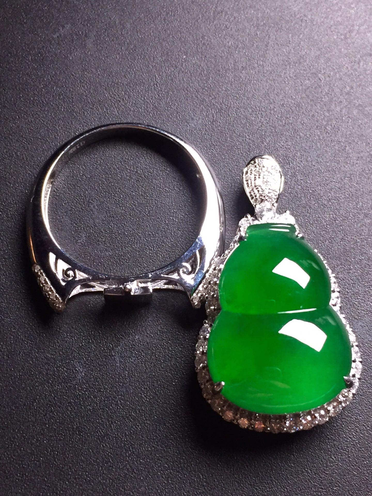 陽綠葫蘆吊墜/戒指兩用款,18k真金真鉆鑲嵌,完美,種水超好,玉質細膩。愉快][愉快