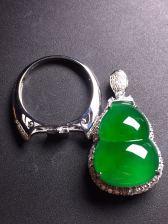阳绿葫芦吊坠/戒指两用款,18k真金真钻镶嵌,完美,种水超好,玉质细腻。愉快][愉快