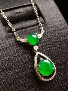 冰辣绿蛋面锁骨链,完美通透裸石8.5*8.2*3,6.5*6.2*3.5特惠价
