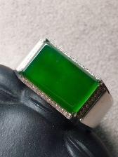 价❤帝王绿马鞍戒指,翠意浓浓,润泽完美。裸石:13-8-3.5