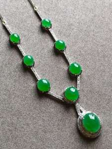 臻品好货特高冰起胶正阳辣绿项链裸石尺寸取大8.2/7/4mm,取.3/4/3mm