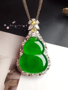 【葫芦,冰正阳绿】很冰透,水润水细腻,完美,18k金华奢钻镶石嵌☕