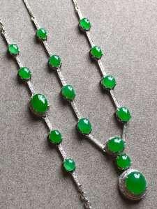 特一套高冰起胶正阳辣绿项链手链套装裸石尺寸取大7.3/7/4mm,取/3.5/3mm手链裸石取大7.3/5.3/3mm,取小3.8/3.2/2.2mm