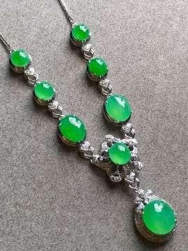 高冰正阳绿项链,裸石尺寸取大9/8/4mm,取.3/5/3.5mm