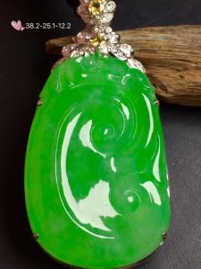 【如意,冰正阳绿】很冰透,润水细腻,完美,18k金华奢钻镶石嵌☕