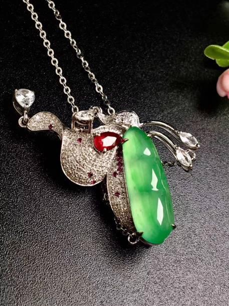 冰绿蝴蝶仙子锁骨项链,裸石尺寸18.5-6.3-4,特惠价️