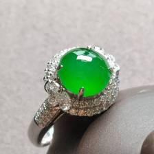 高冰种阳绿蛋面戒指,种色绝佳
