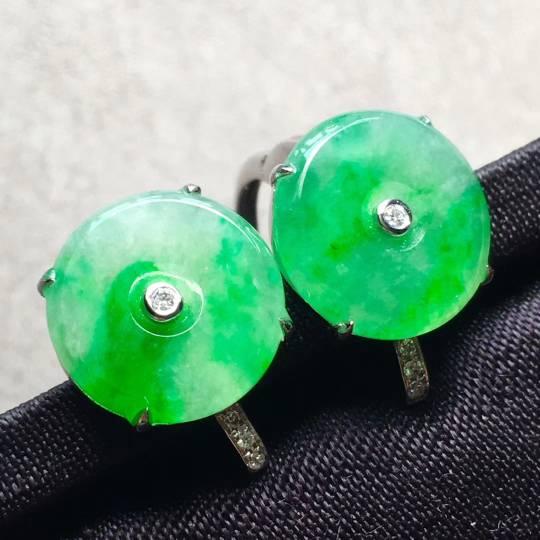 特惠高冰起荧光阳绿饱满平安扣耳环尺寸11.8/11.8/3mm,整体尺寸11.8/11.8/4.6mm