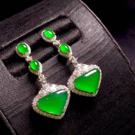 冰辣绿1心1意耳坠,通透阳绿,水灵饱满,尺寸如图,️��������